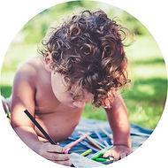 Criança_brincando_ao_ar_livre.jpg