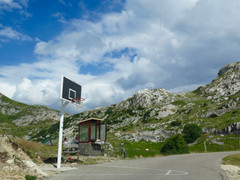 Unusual basketball court