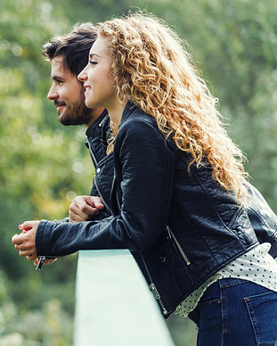 beautiful-young-couple-in-the-park-MY6VG