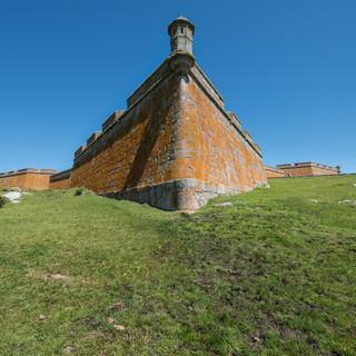 Крепость Санта-Тереза недалеко от границы с Бразилией – португальское наследие  Santa Teresa fortress near Brazilian border, a Portuguese heritage