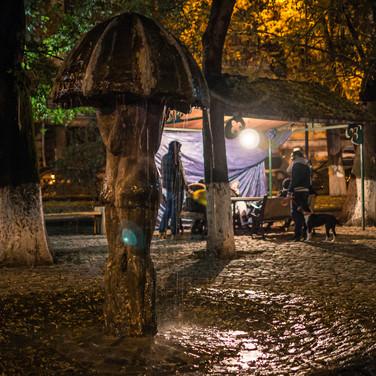 "Фонтан ""Влюбленные под дождем"" на площади Ладо Гудиашвили 'Lovers under rain' fountain in Lado Gudiashvili square"