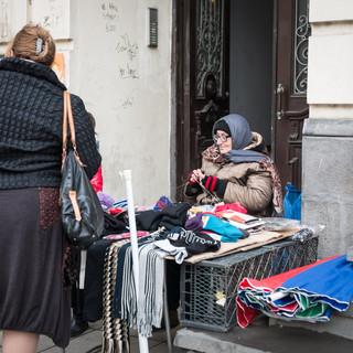 Вязание на улице Knitting in the street