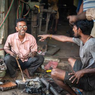 "На улицах Джафны: ""Его, его фотографируй!""  In the streets of Jaffna: ""Him, him, take a photo of him!"""