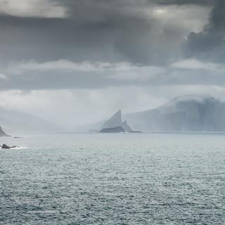 В царстве Тора. Вид с острова Мичинес Thor's realm. A view from Mykines island