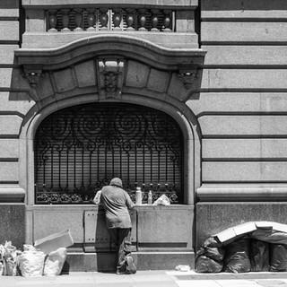 Перекус на улице A lunch in a street