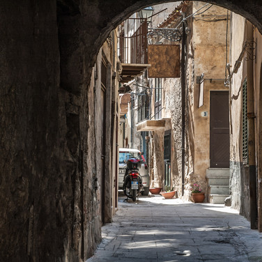 Улица в Монреале рядом с Палермо A street in Monreale near Palermo