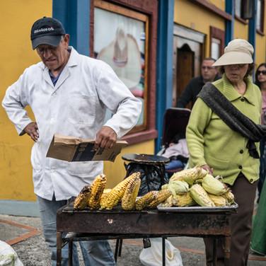 Продавец печеной кукурузы, район Усакен, Богота Grilled maize seller, Usaquén neighbourhood, Bogotá