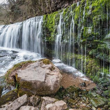 Один из водопадов у 'Водопадной тропы' рядом с Истрадвельте One of waterfalls along Waterfalls Walk near Ystradfellte