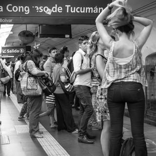 В час пик в метро Буэнос-Айреса Rush hour in El Subte (Buenos Aires underground)