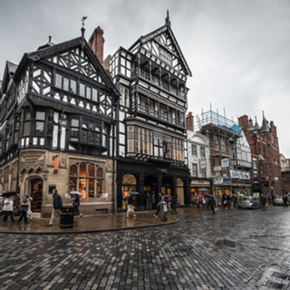 Дождливый день в центре Честера A rainy day in the centre of Chester