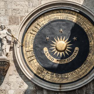 Одни из крупнейших астрономических часов в мире на башне кафедрального собора Мессины One of the largest astronomical clocks in the world, Cathedral of Messina