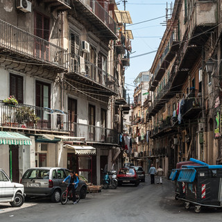 Узкие улицы центра Палермо Narrow streets in the centre of Palermo