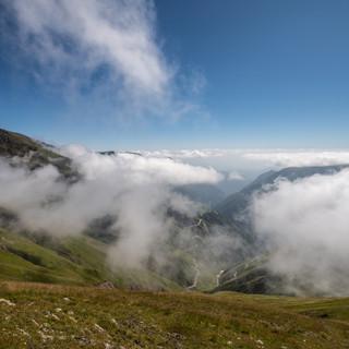 Вид с перевала Абано, самого высокого автомобильного в Европе, с высоты 2900 метров  A view from Abano Pass (2900 mrtres above sea level)