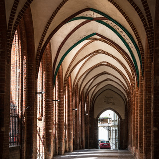 Аркада во дворе кафедрального собора Шверина Arcade in the yard of Schwerin Cathedral