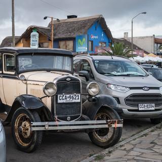 На уругвайских дорогах до сих пор можно увидеть немало автомобилей 30-40х годов во вполне исправном состоянии  A number of cars from 30-40s, still in quite good condition, can be spotted on Uruguay's roads