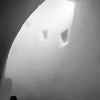 Архитектурная геометрия Гауди: лестница в доме Бальо Gaudí's architectural geometry: a stairway in Casa Batlló
