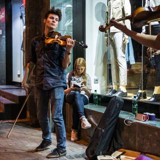 Музыка на вечерних улицах Ташкента Music in the nightly streets of Tashkent