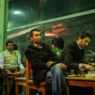 За чаем в уличном кафе  Drinking tea in a street café