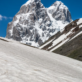 Двуглавая Ушба – самая известная гора Сванетии Double-headed Ushba, the most prominent Svaneti's mountain