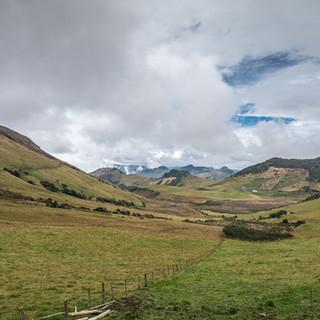 Пейзаж в Андах, национальный парк Лос-Невадос Andean landscape in Los Nevados national park