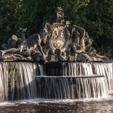 Водный каскад перед двоцом Людвигслюст The water cascade in front of Ludwigslust palace