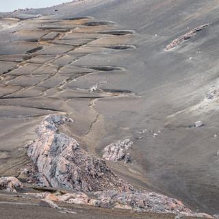 Извилистая дорога на склоне кратера Ойета Zigzagging vehicle road on the slope of Olleta crater