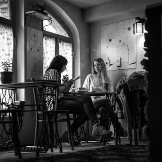 В маленьком кафе In a small café