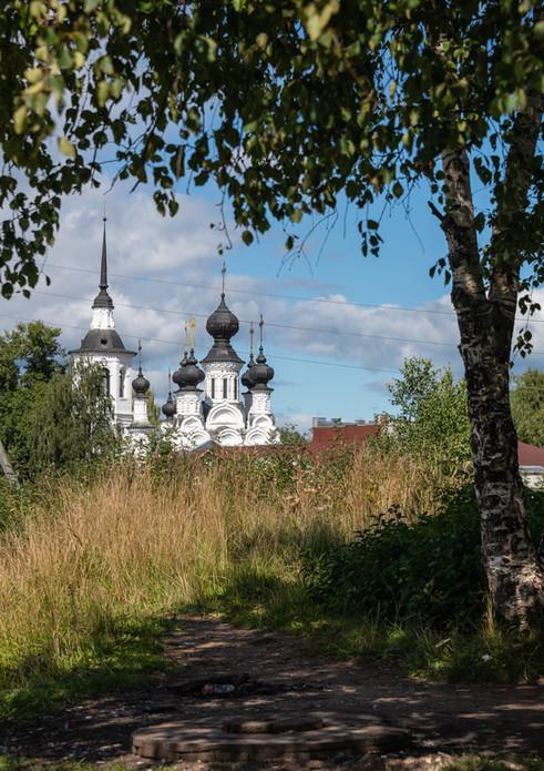 Вид на Вознесенскую церковь с вала Городища