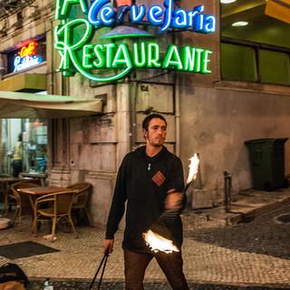 Факельный жонглер, район Байша A fire performer, Baixa neighbourhood