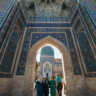 Вход на территорию мавзолея Гур-Эмир, Самарканд Entering Gur-e-Amir mausoleum, Samarkand