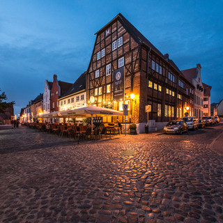 Ночной Висмар: пивоварня Ам Лохберг Wismar by night: Am Lohberg brewery