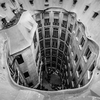 Вид с крыши дома Милá в один из внутренних дворов, Барселона A view from Casa Milá house into one of its inner courtyards, Barcelona