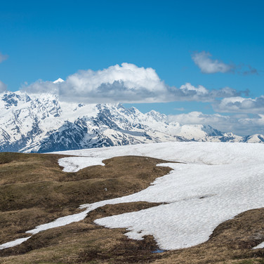 Вид с перевала Гули на гору Тетнульди Tetnuldi peak seen from Guli pass