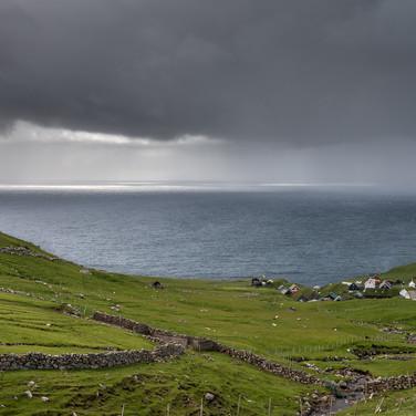 Дождь собирается, остров Мичинес Weather turns rainy over Mykines island