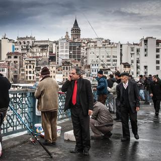 Красный галстук, или жизнь на Галатском мосту  Red tie, or life on Galata Bridge