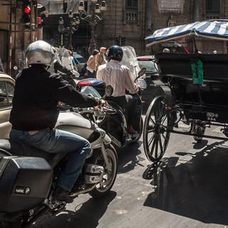 Дорожное движение в центре Палермо Traffic in central Palermo