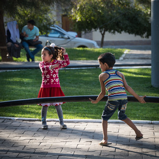 Дети играют на улицах Самарканда Children play in the streets of Samarkand