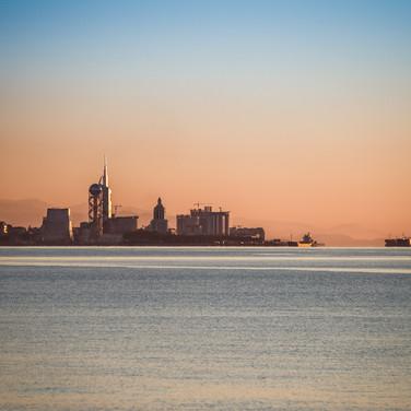 Активно перестраиваемый Батуми на закате The massively rebuilt city of Batumi at sunset