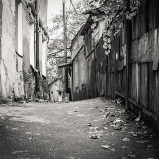 Переулок в районе Авлабари A backstreet in Avlabari neighbourhood
