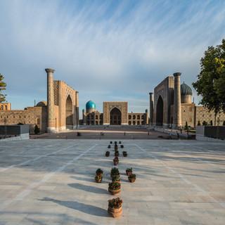 Пустынная площадь Регистан на рассвете, Самарканд Deserted Registan Square by sunrise, Samarkand