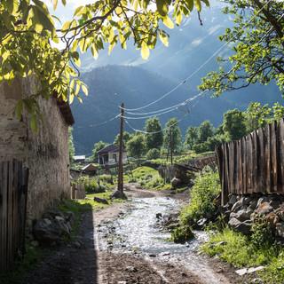 Улица в деревне Мазери A street in Mazeri village