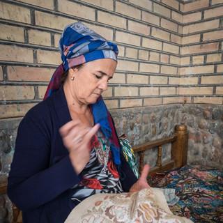 Вышивальщица за работой, Гиждуван An embroideress at work, Gijduvon