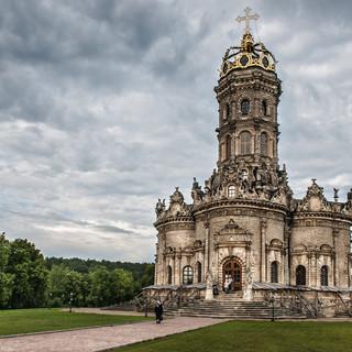Знаменская церковь в Дубровицах, построенная в 1690-1704 The church of Our Lady of the Sign in Dubrovitsy, built in 1690-1704