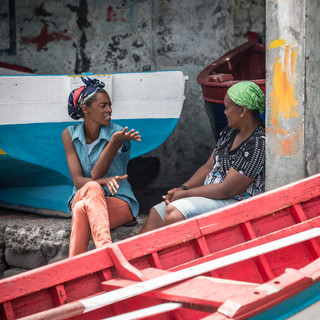 Разговор у рыбацких лодок, остров Фогу  A talk beside fishermen's boats, Fogo island
