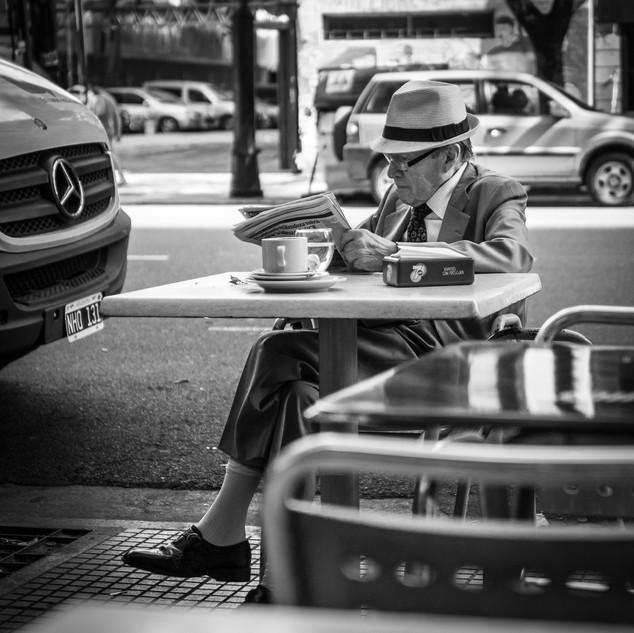 Утренний кофе на Авениде-де-Майо в Буэнос-Айресе Morning coffee, Avenida de Mayo, Buenos Aires
