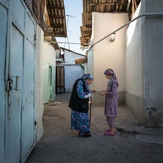 Бабушка и внучка, Ташкент Grandma and granddaughter, Tashkent