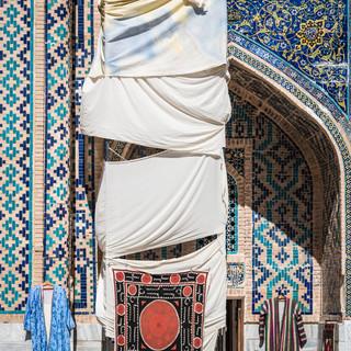 Реставрация – не помеха торговле сувенирами, Самарканд Restoration works ain't no obstacle for souvenir trade, Samarkand