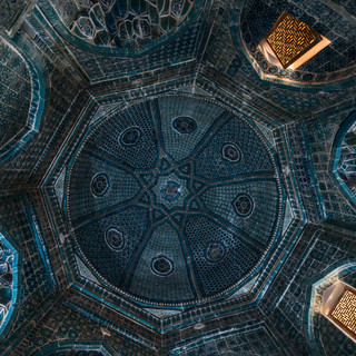 Купол одного из мавзолеев комплекса Шахи-Зинда Interior view of the dome of a mausoleum in Shah-i-Zinda complex