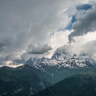 Вид на Ушбу с верхней станции канатной дороги в Местиа Ushba mountain seen from the upper station of Mestia's cableway
