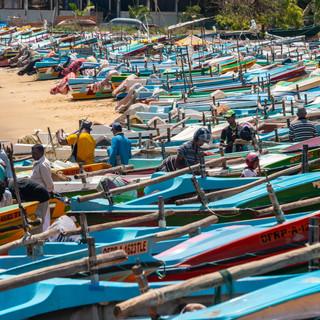 Рыбацкие лодки на пляже, Хамбантота  Fishermen's boats on the beach in Hambantota